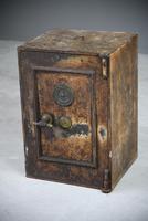 Antique Metal Safe (4 of 18)