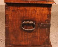 Small Spanish Chest in Walnut 17th Century (6 of 10)