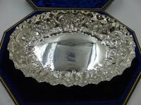 Boxed Silver Dish & Berry Spoon Set London 1901/1902 (2 of 10)