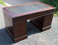1960s Large Mahogany Pedestal Desk with Green Leather (4 of 6)