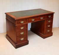 Late 19th Century Walnut Pedestal Desk c.1895 (6 of 10)