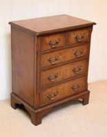 Small Proportioned Walnut Chest of Drawers (8 of 10)