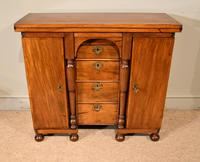 Queen Anne Bachelors Dressing Chest (2 of 12)