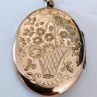 Superb Victorian Oval 9ct Back and Front Locket (6 of 7)