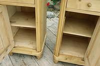 Exceptional Quality Pair of Old Stripped Pine Bedside Cabinets (4 of 9)
