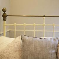 Cream Small Double Antique Bed (3 of 7)