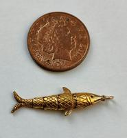 Vintage 18ct Gold Articulated Fish Amulet Pendant (10 of 10)