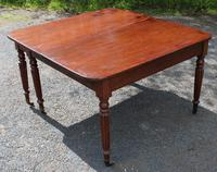 1830s Mahogany Pull-out Table with Two Leaves on Turned Legs with Castors (3 of 7)