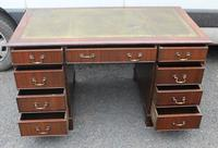 1960s Mahogany Pedestal Desk with Green Leather Inset (2 of 4)