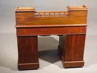 Fine Quality Victorian Walnut Kneehole Desk (6 of 6)