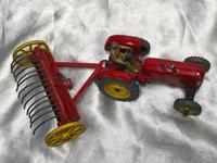 1950's Dinky Toys Massey Harris Red Tractor Plough Manure Spreader Disc Harrow (4 of 36)