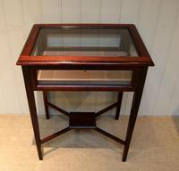 Mahogany Bijouterie / Display Table (6 of 9)