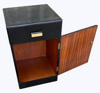 A Pair of Art Deco Bedside Cabinets (6 of 8)