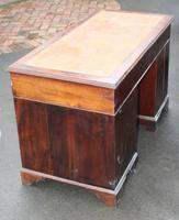 1920s Mahogany Pedestal Desk with Brown Leather on Top (3 of 4)