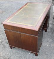 1960s Mahogany Pedestal Desk with Green Leather Inset (4 of 4)