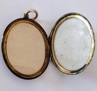 Superb Victorian Oval 9ct Back and Front Locket (7 of 7)
