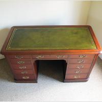 Mahogany Kneehole Desk (11 of 11)