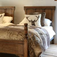Country Style Matching Pair of Twin Single Oak Beds (5 of 9)