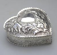 William Comyns - Good Solid Silver Novelty Heart Box c.1895 (2 of 11)