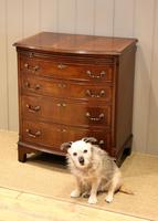 Mahogany Bow Front Chest of Drawers c.1920 (4 of 11)