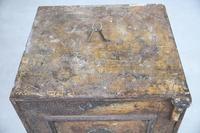 Antique Metal Safe (9 of 18)