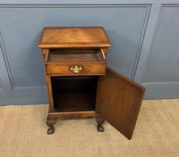 Queen Anne Style Burr Walnut Bedside Cupboard (7 of 10)