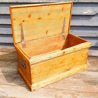 19th Century Carpenters Trunk with Shipwreck Finish (5 of 8)