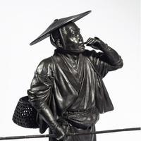 A Meiji period bronze of a cricket catcher (8 of 14)