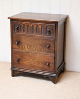 Small Proportioned Oak Chest of Drawers (2 of 10)