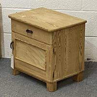 Pair of Small Bedside Cabinets (3 of 5)