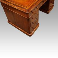 Victorian Mahogany Pedestal Desk (4 of 11)