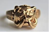 Unusual 9ct gold ring of chunky proportions depicting a well cast Bulldogs head size v (3 of 7)