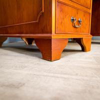 Yew Wood Effect Pedestal Desk (5 of 9)