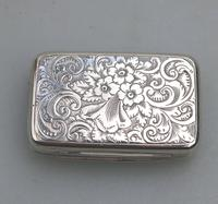 Attractive Victorian Engraved Solid Silver Vinaigrette London c.1877 (4 of 8)