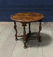 Pretty Walnut Carolean Coffee or Lamp Table (8 of 10)