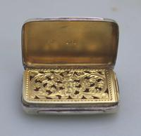 Attractive Victorian Engraved Solid Silver Vinaigrette London c.1877 (6 of 8)