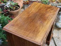 Early 18th Century Walnut Kneehole Desk (5 of 10)