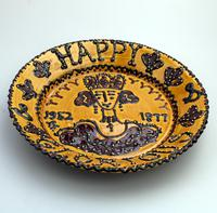 Royalty Commemorative - Rare British Studio Pottery Slipware  Charger / Dish c.1977 (2 of 4)