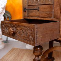 Carved Oak Sideboard Cupboard (9 of 13)