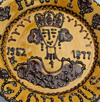 Royalty Commemorative - Rare British Studio Pottery Slipware  Charger / Dish c.1977 (3 of 4)