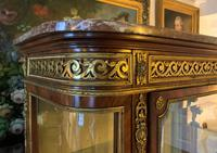 Exceptional 19th Century French Kingwood Parquetry Gilt Metal Vitrine Display Cabinet (13 of 17)