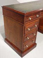 Very Good Quality Mid 19th Century Mahogany Centre Standing Pedestal Desk (2 of 6)