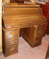 1900s Medium Oak Stype Rolltop Desk + Key