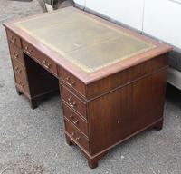 1960s Mahogany Pedestal Desk with Green Leather Inset (3 of 4)
