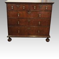 Queen Anne Walnut Chest of Drawers (5 of 11)