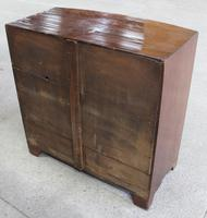 1880's Mahogany Bow Chest Drawers with Flame Veneer on the Drawers (2 of 4)