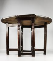 A Small 17th Century Gateleg Table. (7 of 14)