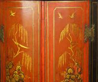 George II Japanned Bowfront Corner Cupboard (3 of 7)