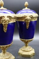 Good Pair of Late 19th Century Sèvres Type Porcelain Lidded Vases (3 of 4)