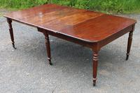 1830s Mahogany Pull-out Table with Two Leaves on Turned Legs with Castors (6 of 7)